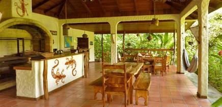 Star-Mountain-Lodge_Empfangsbereich-und-Restaurant-(2)