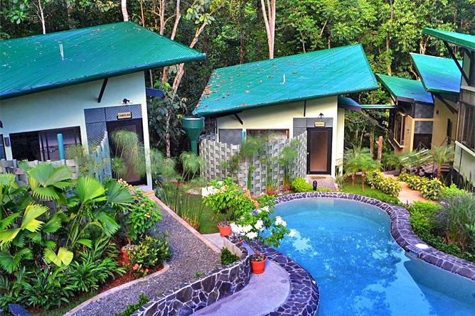 Yaba Chigui Lodge – Pool und Bungalows