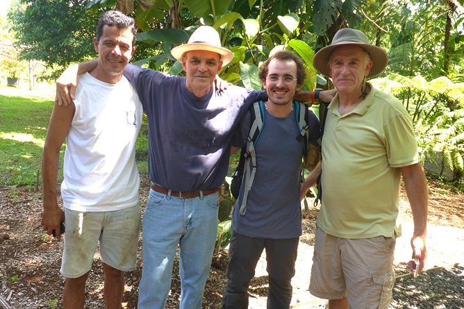 Macaw Lodge – Besitzer Pablo (weisser Hut) und Expertenteam