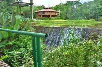 Macaw-Lodge_Kleiner-Staudamm-fuer-Lagune