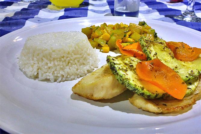 Macaw Lodge – Restaurant, Fisch, Gemüse und Reis aus eigenem organischen Anbau