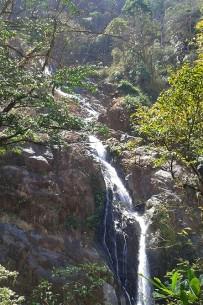 Macaw-Lodge_Wasserfall-Bijagual3