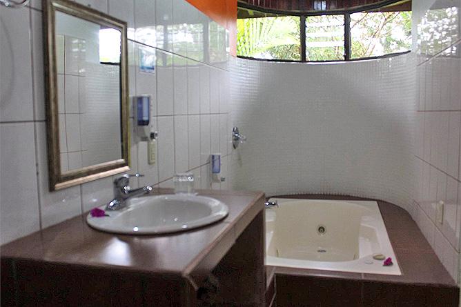 Catarata Río Celeste – Bungalow, Badezimmer mit Jacuzzi