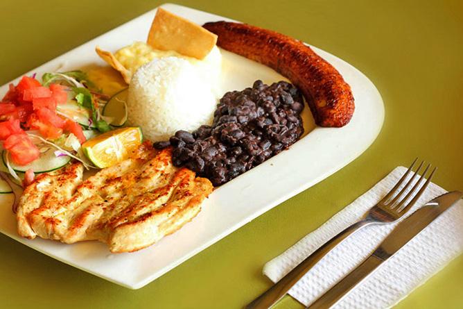 Catarata Río Celeste – Restaurant, Costaricanisches Menü