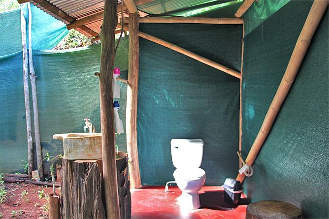 Isla-Violin – Cabana-Standard, Bad und Toilette im Freien