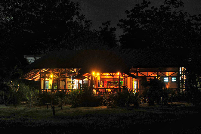 Maquenque Lodge – Restaurant bei Nacht