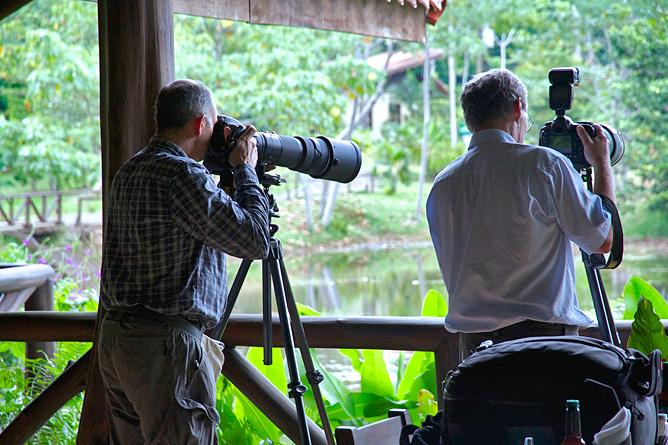 Maqueque Lodge – Vogelbeobachtung, Teich vor dem Restaurant