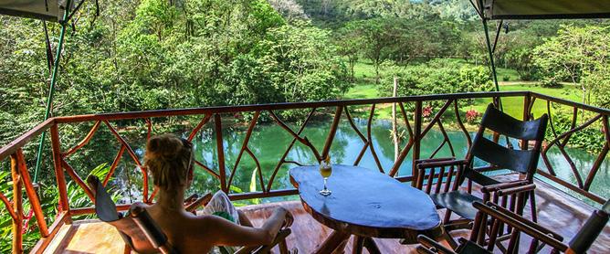 Rafiki Safari Lodge – Safari-Zelt, Terrasse mit Blick auf Lagune