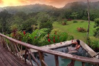 Rafiki-Safari-Lodge_-Safari-Zelt_Terrasse-und-Jacuzzi