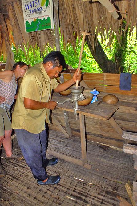 Bri Bri-Indianer und Kekoldi Kakaoproduktion Cahuita-Tours