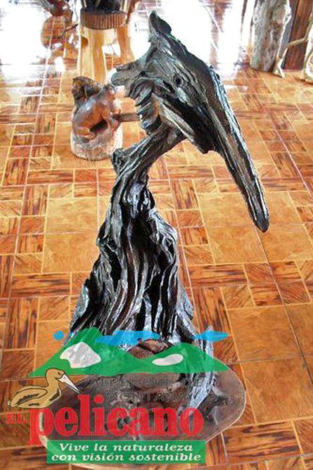 El Pelicano Holzskulptur Pelikan