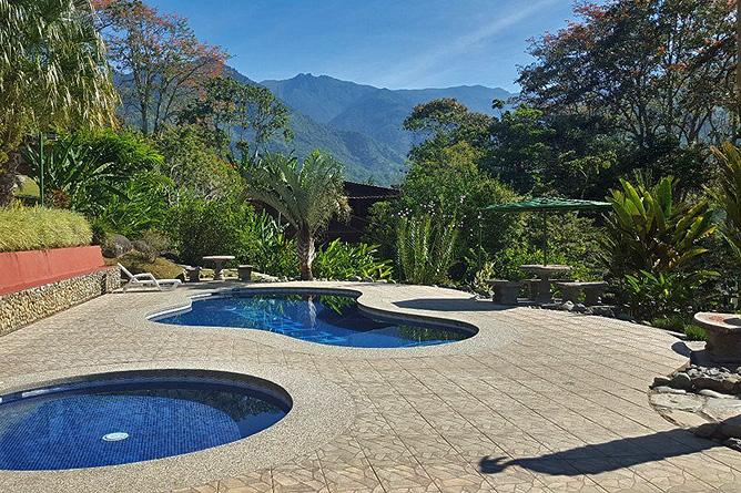 El Pelicano – Swimming Pool mit Ausblick