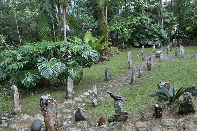 Kunstgalerie El Pelicano Skulpturen im Freien