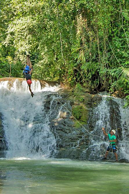 Los Campesinos Eco Lodge – Rapel, Abseilen vom Wasserfall