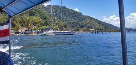 Nicuesa_Bootsfahrt_Abfahrt-von-Hafen-Golfito