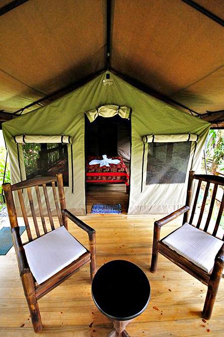 Rio Tico Lodge Sitzbereich vor dem Zelt