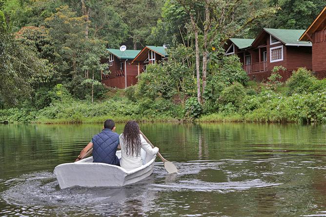 Sueños del Bosque – Ruderbootfahren am See
