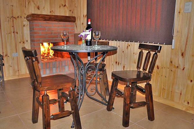 Sueños del Bosque – Cabinas mit Kamin, Sitzbereich