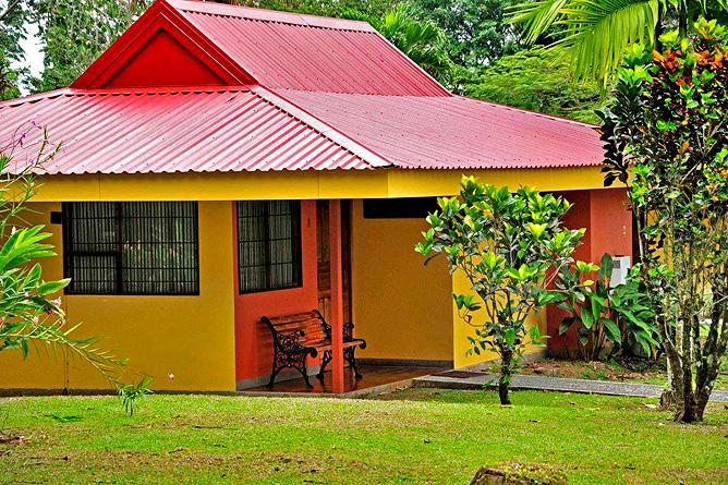Country Inn Arenal Bungalow Aussenansicht
