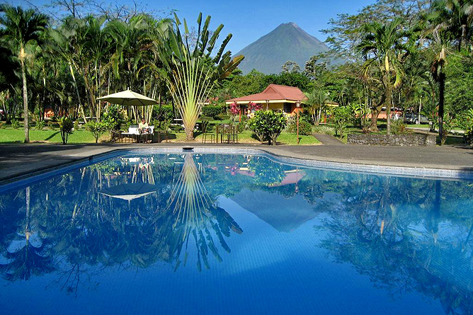 Country Inn Arenal Swimmingpool