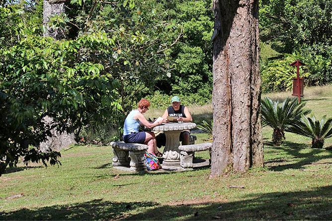 Fonda Vela Garten Tisch und Bänke