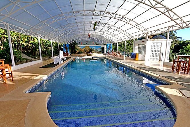 Fonda Vela Pool