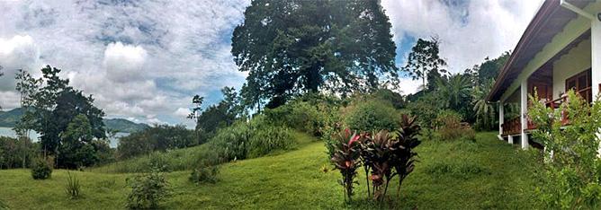 La Ceiba Hotelanlage mit Blick auf Arenalsee