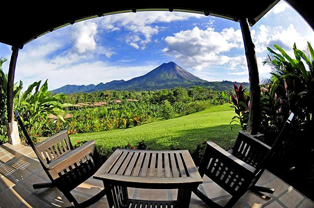 Manoa Arenal Junior-Suite Terrasse mit Vulkansicht