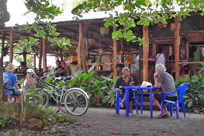 Fahrradfahren Südkaribik Restaurant mit Fahrrad