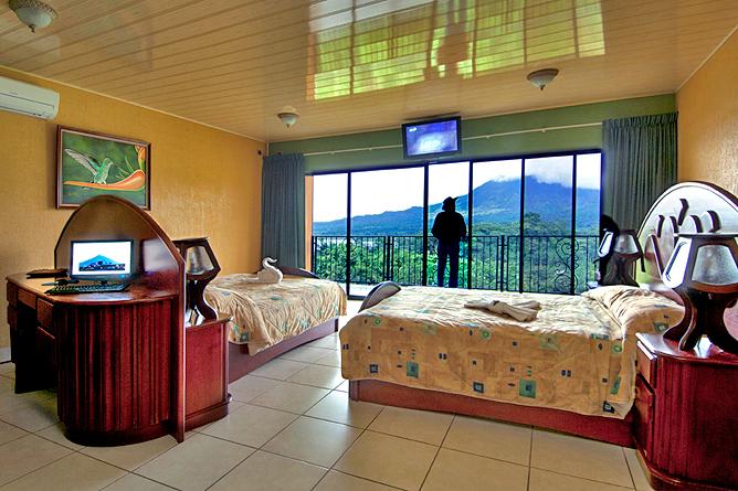 Linda Vista Arenal – Master Suite