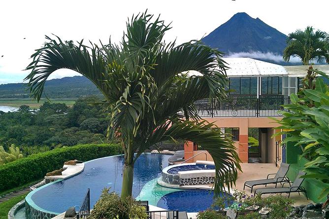 Linda Vista Arenal – Poolbereich