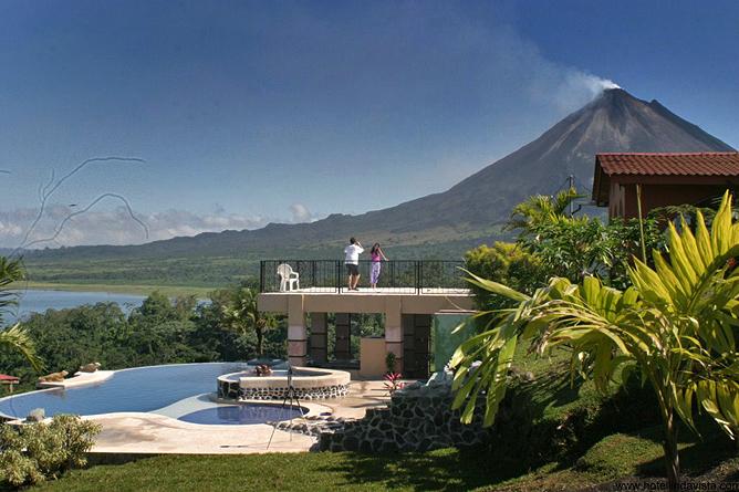 Linda Vista Arenal – Sicht vom Pool auf den Vulkan