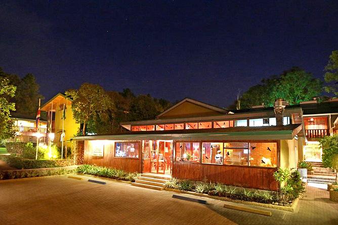 Monteverde Country Hotelgebäude Abendstimmung