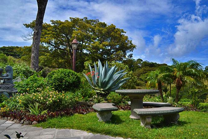 Poco a Poco Garten mit Sitzgruppen