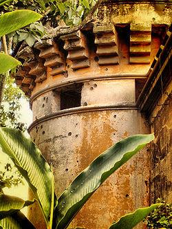San José – Festungsturm Bellavista mit Kugeleinschüssen