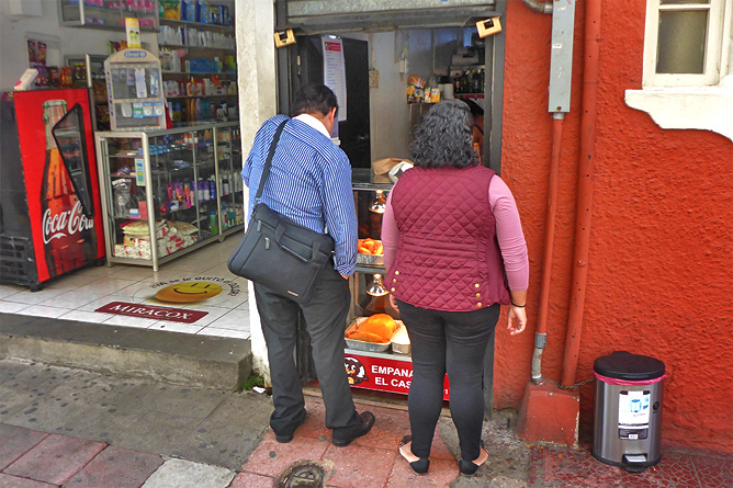 Sodas und Pulperías – Gassenverkauf im Soda, Hauseingang