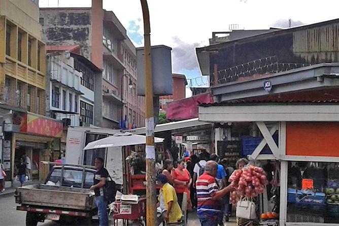 Sodas und Pulperías – Stadt, Treiben in San José