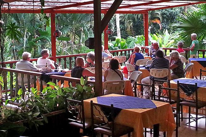 Ara Ambigua Restaurant Terrasse
