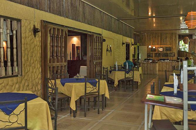 Ara Ambigua Restaurant innen