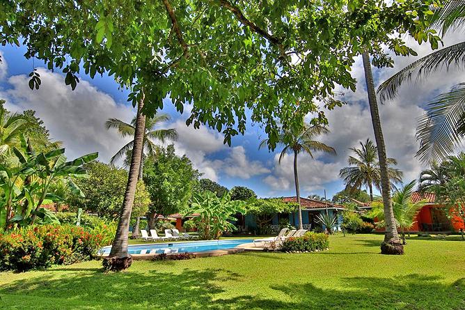Bahia Esmeralda Garten und Pool