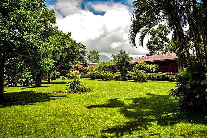 Cabanitas Arenal Gartenanlage mit Bungalows