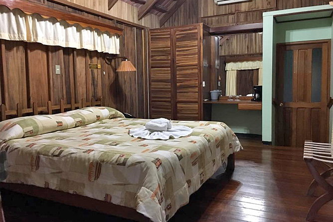 Cabanitas Arenal Superior Zimmer