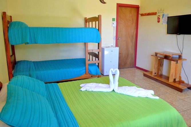 Cabinas El Pueblo Standard Zimmer Doppelbett und Stockbett