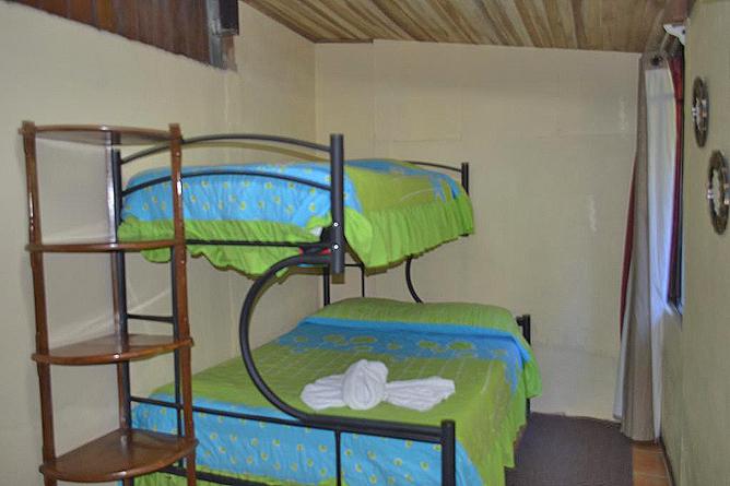 Cabinas El Pueblo Standard Zimmer mit geteiltem Bad Stockbett