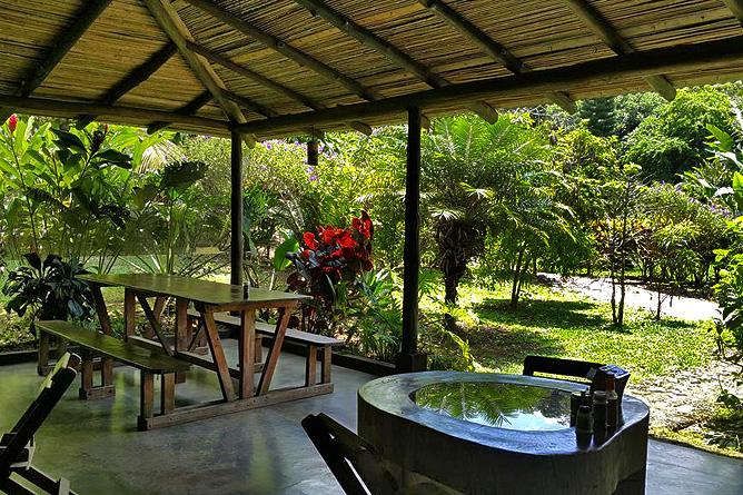 Cataratas Bijagua Restaurant mit Gartensicht