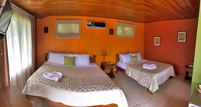 Miradas Arenal Bungalow mit Doppelbetten