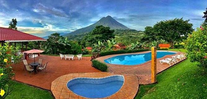 Miradas Arenal Hotelanlage mit Pool