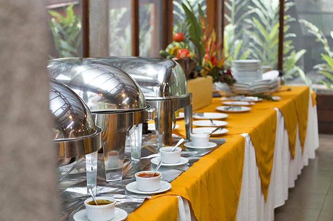 Pachira Lodge – Restaurant Abendbuffet