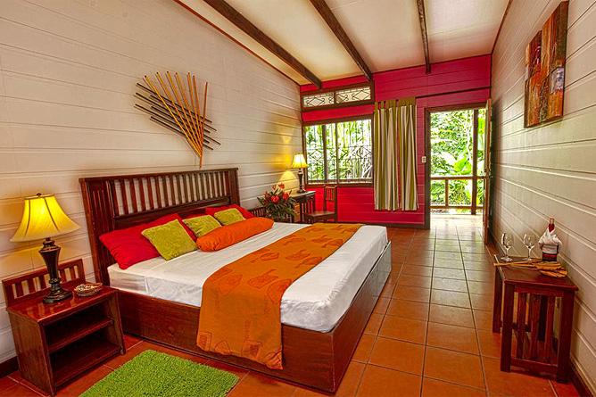 Pachira Lodge – Standard Zimmer King Bett
