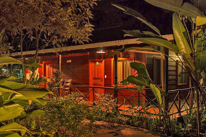 Pachira Lodge – Zimmer mit Terrasse Abendstimmung